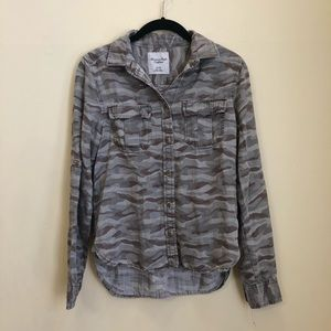 American Eagle Button Up Shirt Camo Size XS